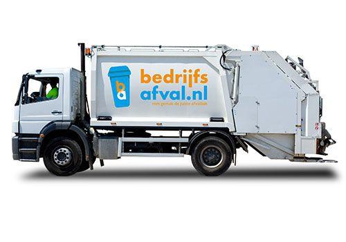 Witte kraakperswagen met logo BA